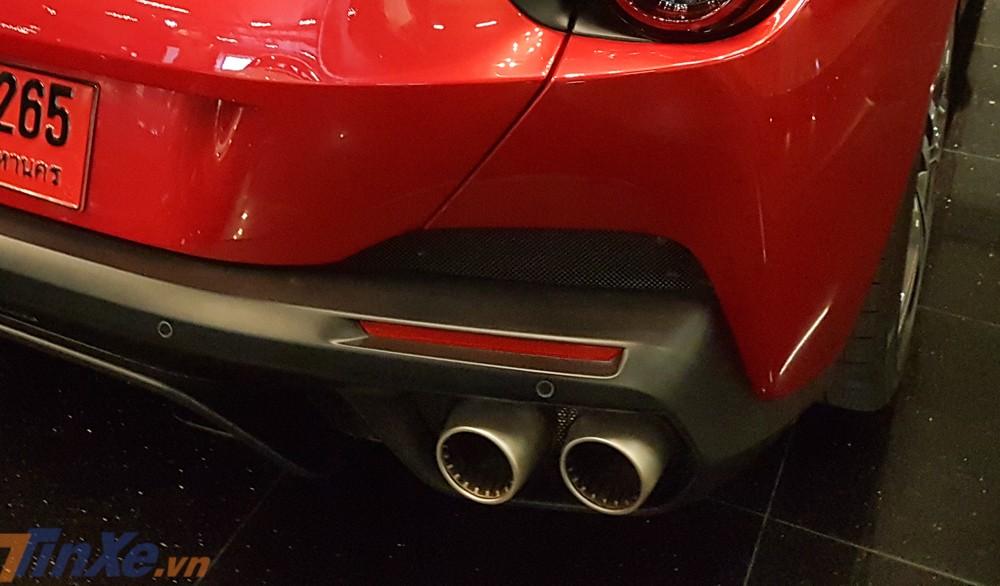 Hệ thống ống xả của siêu xe mui trần hoàn toàn mới nhà Ferrari cũng đã được sửa đổi lại so với người tiền nhiệm nhằm mang đến âm thanh ấn tượng hơn