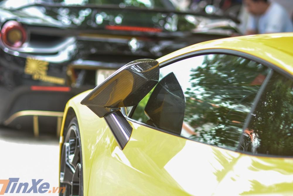 Vỏ gương carbon của siêu xe Lamborghini Huracan LP610-4 mang màu sơn Giallo Midas