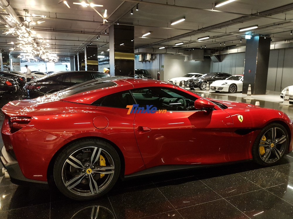 Số tiền mà nhà giàu Thái Lan phải chi ra để sở hữu siêu xe Ferrari Portofino là 20,9 triệu Baht, tương đương hơn 15 tỷ đồng