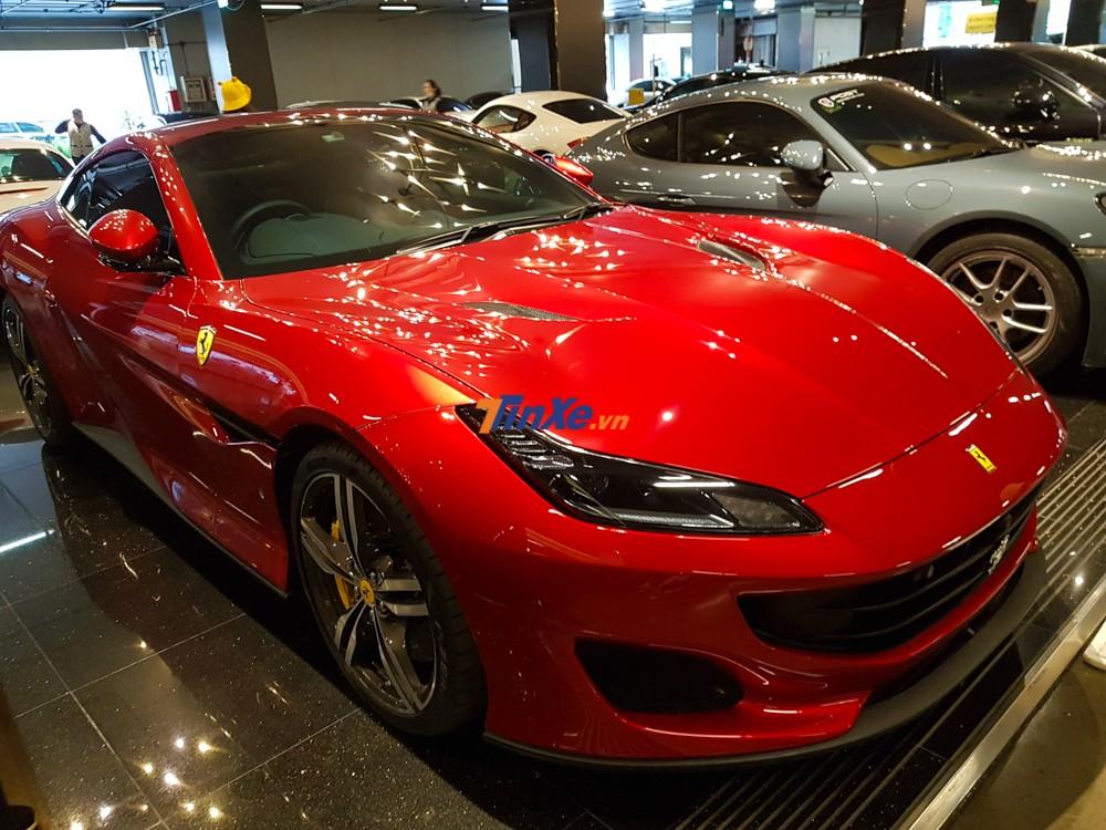Ferrari Portofino vẫn được trang bị hộp số ly hợp kép 7 cấp tương tự như California T, tuy nhiên, hãng siêu xe Ý đã bổ sung thêm phần mềm mới nhằm cho phép thay đổi bánh răng nhanh hơn