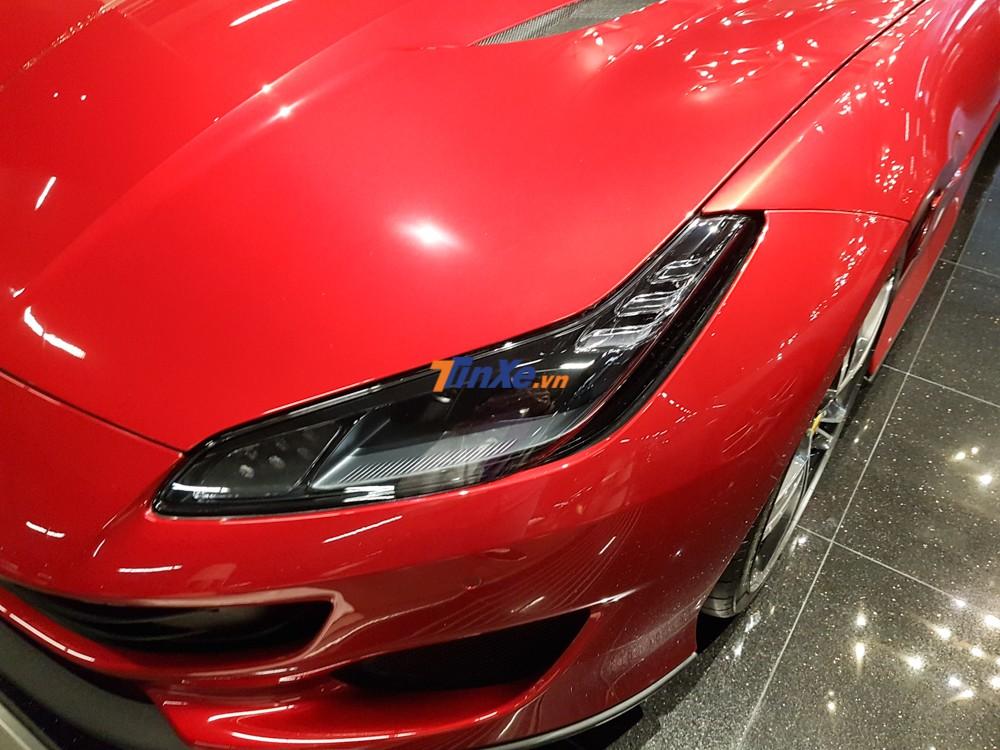 Ferrari 812 Superfast và Ferrari GTC4Lusso là hai mẫu siêu xe rất thú vị của Ferrari, chính vì thế, hãng siêu xe Ý đã vay mượn một số chi tiết của hai dòng xe này như đèn pha, hốc gió trước