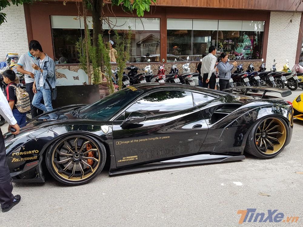 một thành viên trong đoàn Car Passion tại Sài thành đã mua lại chiếc Ferrari 488 GTB độ Liberty Walk độc nhất Việt Nam từ một người yêu xe ở Hà Nội