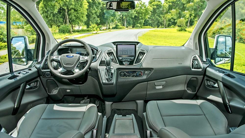 Thiết kế bên trong nội thất của Ford Tourneo Titanium.