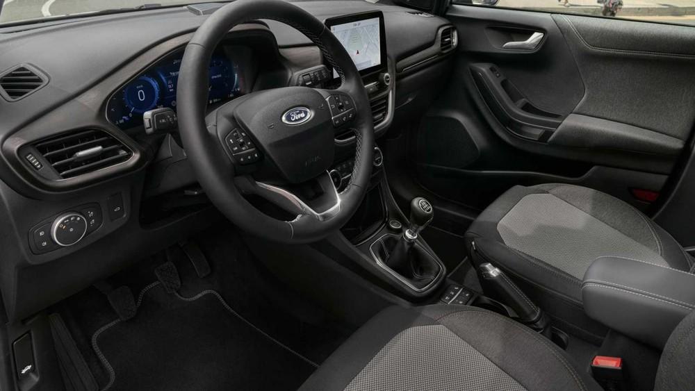 Khoang lái Ford Puma Titanium X