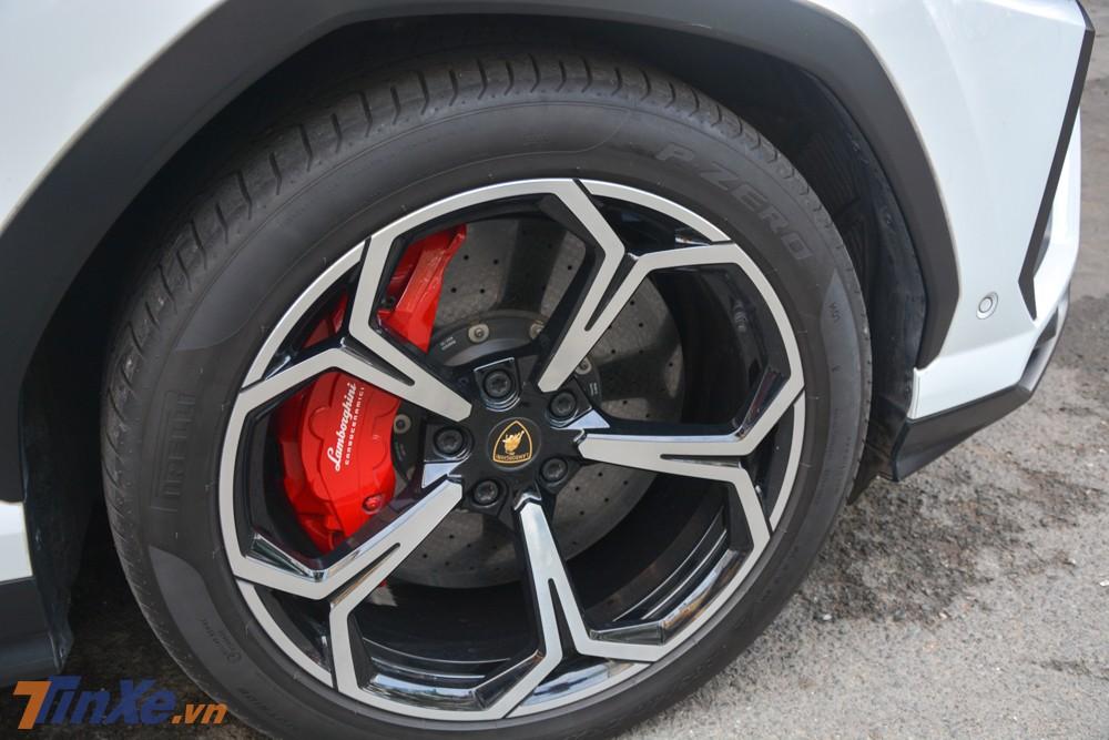 Lamborghini Urus của Minh Nhựa đã được lắp bộ mâm chính hãng 5 chấu kép mang tên gọi Nath