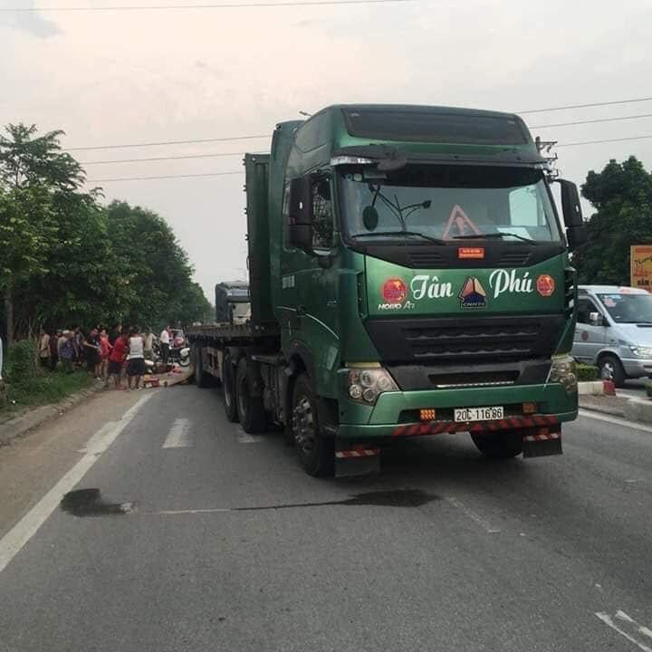 Hiện trường vụ tai nạn thương tâm tại TP Thái Nguyên (Ảnh: Facebook)