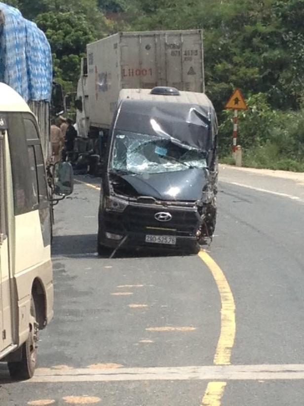 Chiếc Hyundai Solati tại hiện trường vụ tai nạn