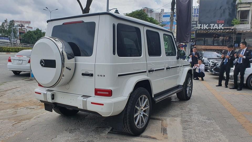 Chiếc xe này có ngoại thất sơn màu trắng