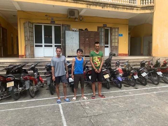 Ba đối tượng bị bắt giữ tại cơ quan công an (Ảnh: ANTD)