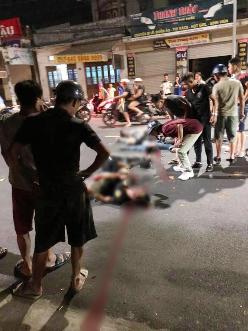4 nạn nhân nằm tại hiện trường vụ tai nạn
