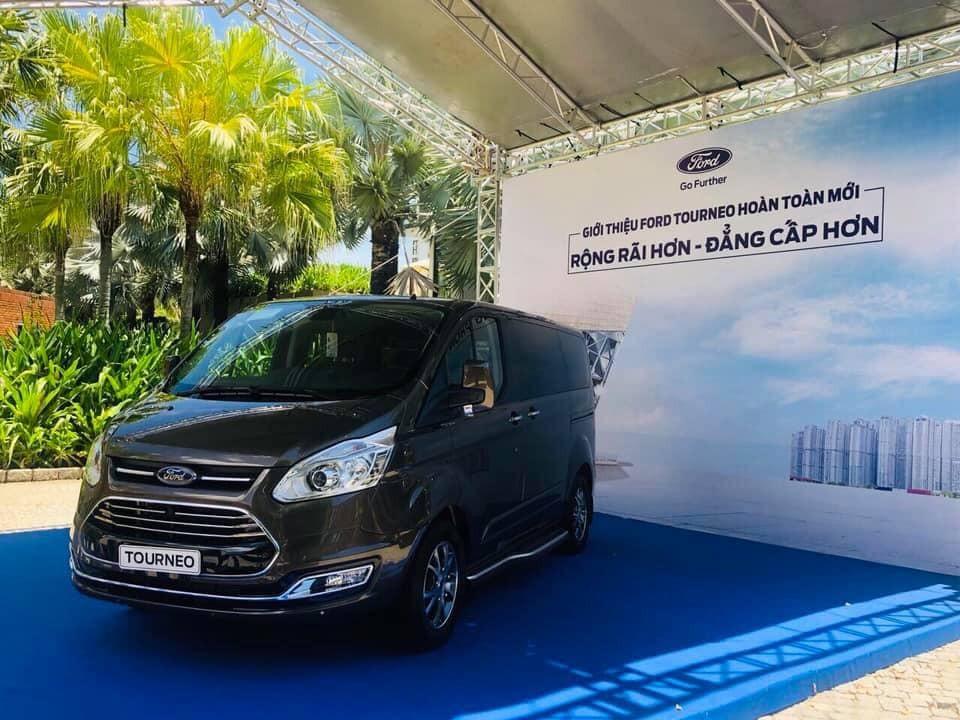 Ford Tourneo 2019 màu đen