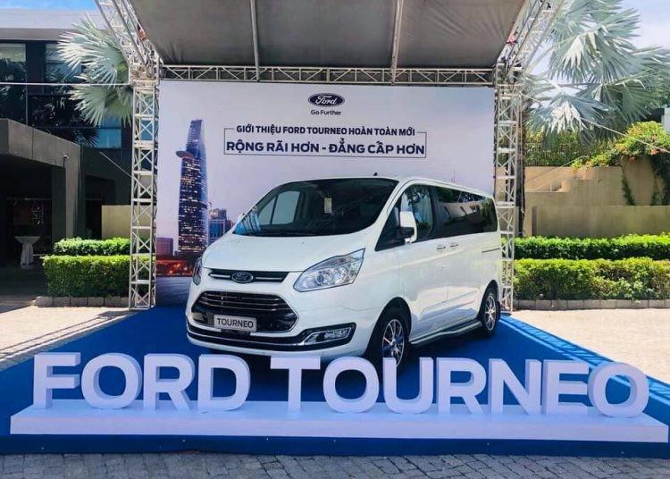 Ford Tourneo 2019 màu trắng