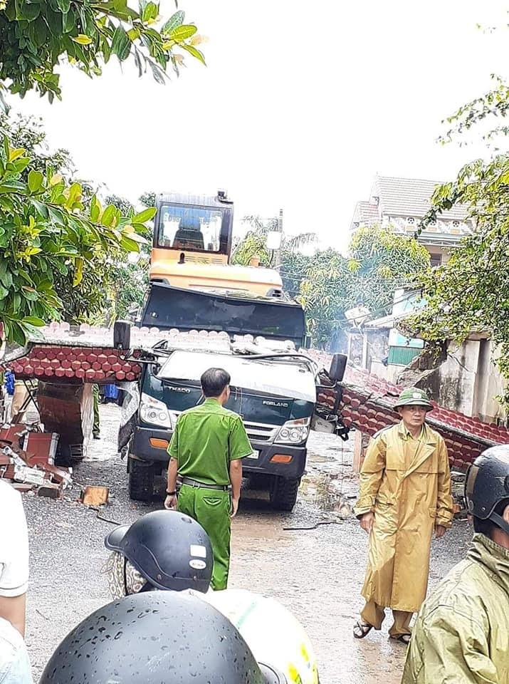 Hiện trường vụ tai nạn thương tâm tại Quảng Bình vào sáng nay