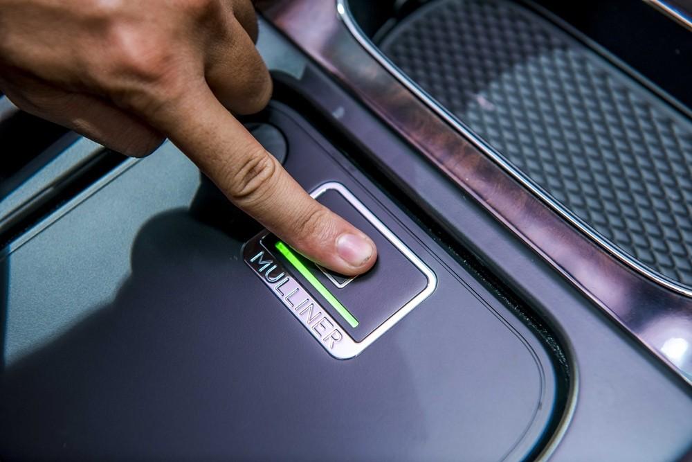 Tên bộ phận cá nhân hoá của Bentley xuất hiện bên trong chiếc Bentayga V8 chính hãng thứ 2 về Việt Nam