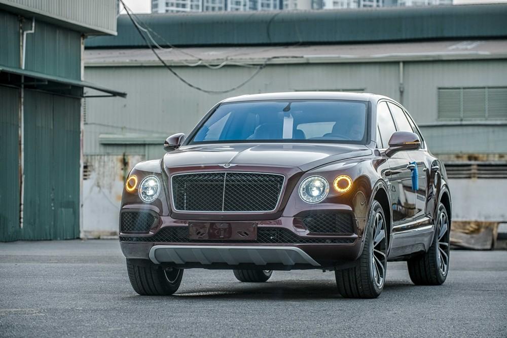 SUV siêu sang Bentley Bentayga V8 thứ 2 về Việt Nam mang đậm tính cá nhân hoá của chủ nhân