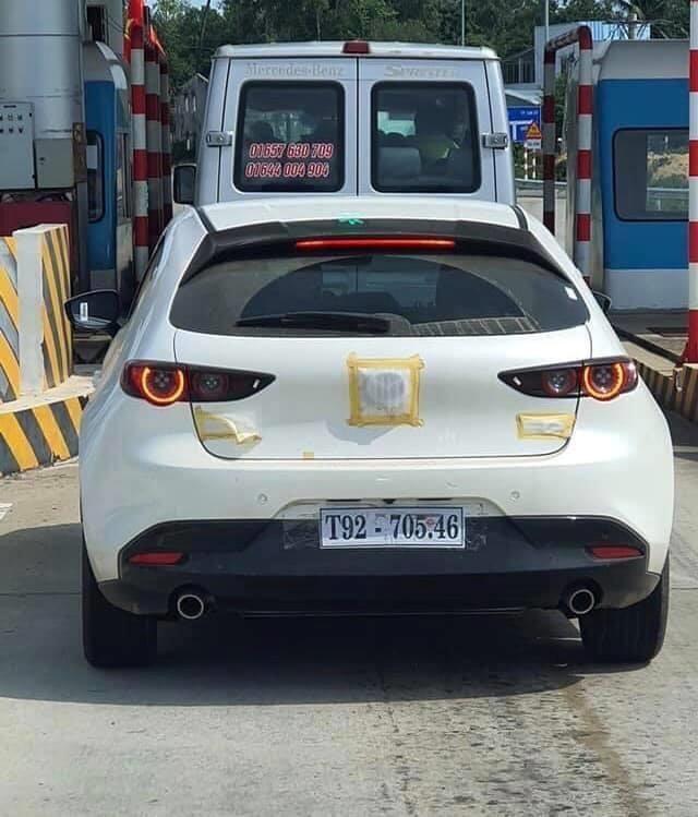 Mazda3 2020 bị bắt gặp trên đường chạy thử với biển số tạm của tỉnh Quảng Nam