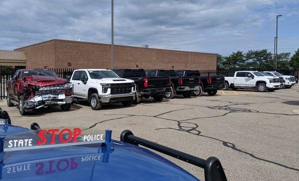 Đám tội phạm tuổi teen đã liều lĩnh ăn trộm tới 8 chiếc xe mớiở cùng một bãi đỗ