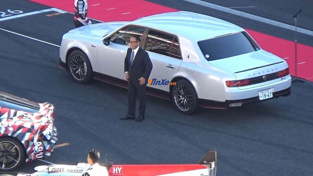 Chiếc Toyota Century GRMN màu trắng của chủ tịch hãng Toyota