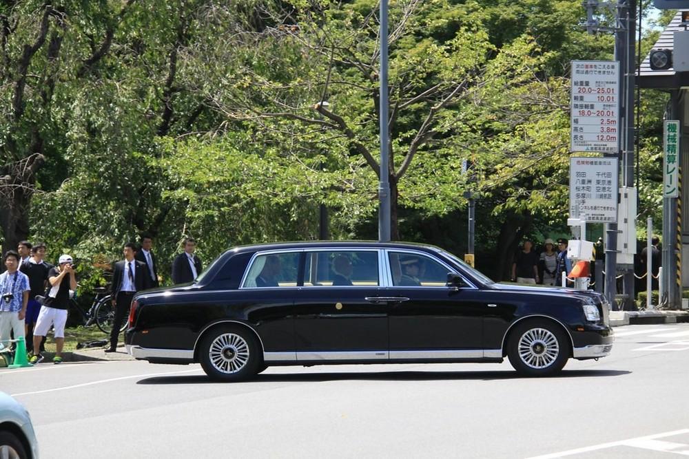 Chiếc Toyota Century Royal cũ chở Nhật hoàng Akihito trong lễ đăng quang hồi tháng 5