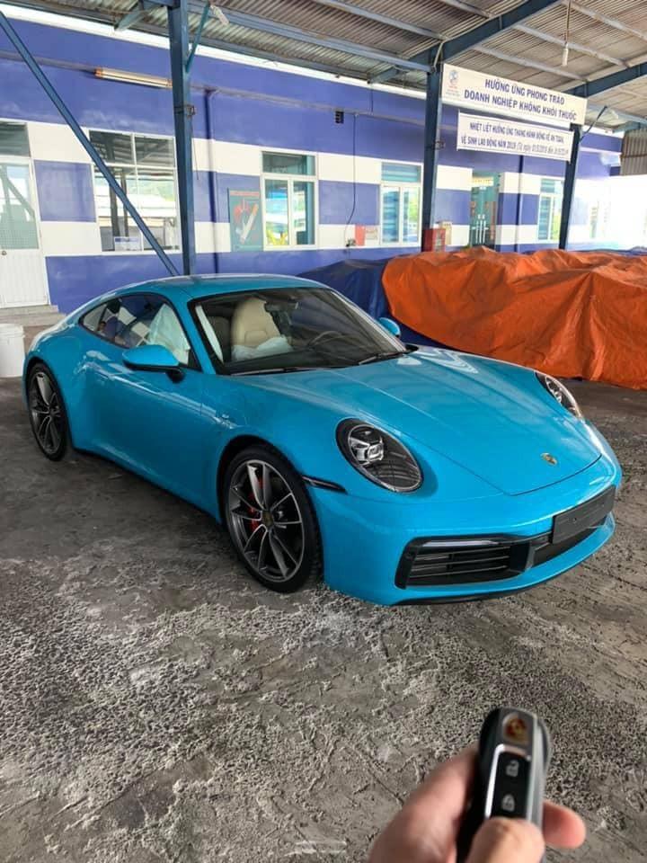 Porsche 911 Carrera S 2020 mang màu sơn cá tính Miami Blue về đội Nha Trang