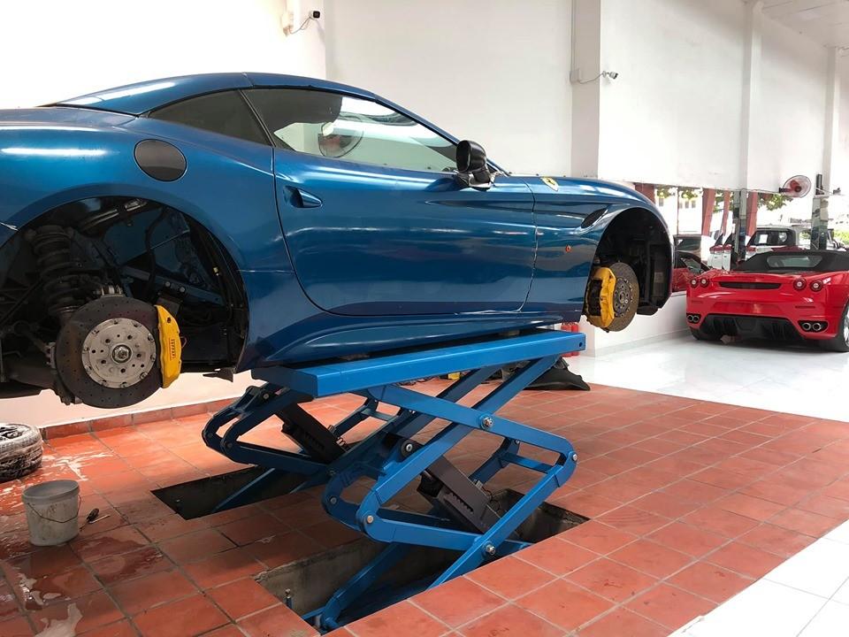 Chiếc Ferrari California T khi về tay ông chủ công ty nhập khẩu xe sang quận 5 được kiểm tra chi tiết