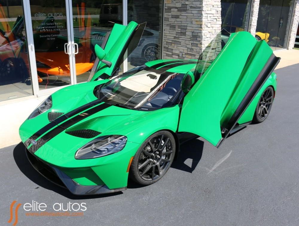 Siêu xe Ford GT này có màu sơn trị giá hơn nửa tỷ đồng