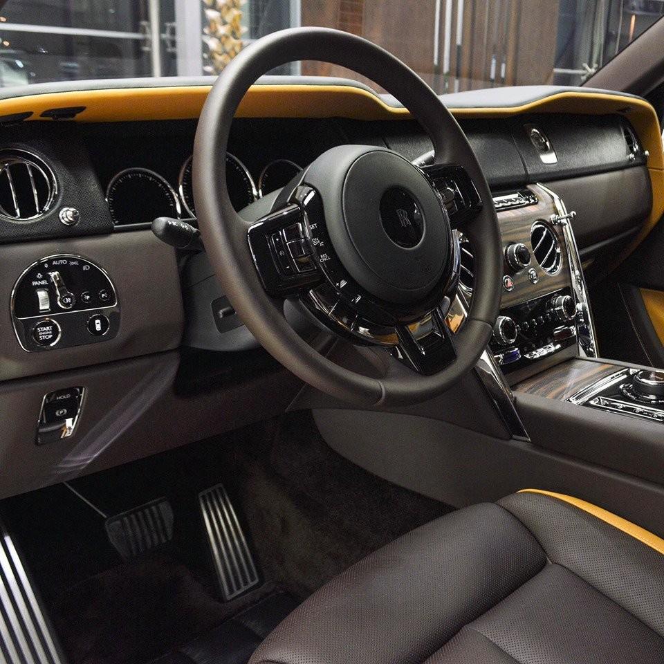Động cơ của Rolls-Royce Cullinan được trang bị hộp số tự động ZF 8 cấp