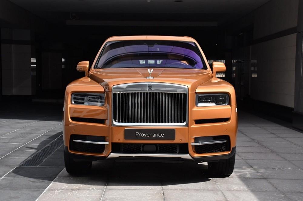 Chiếc Rolls-Royce Cullinan tại Thủ đô của Các tiểu Vương quốc Ả rập Thống nhất có màu sơn Tuscan Sun