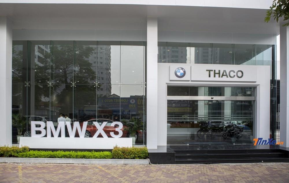 Showroom thứ 3 của BMW tại Hà Nội nằm ở cửa ngõ phía Tây thủ đô, hứa hẹn mang lại sự thuận tiện hơn cho khách hàng.