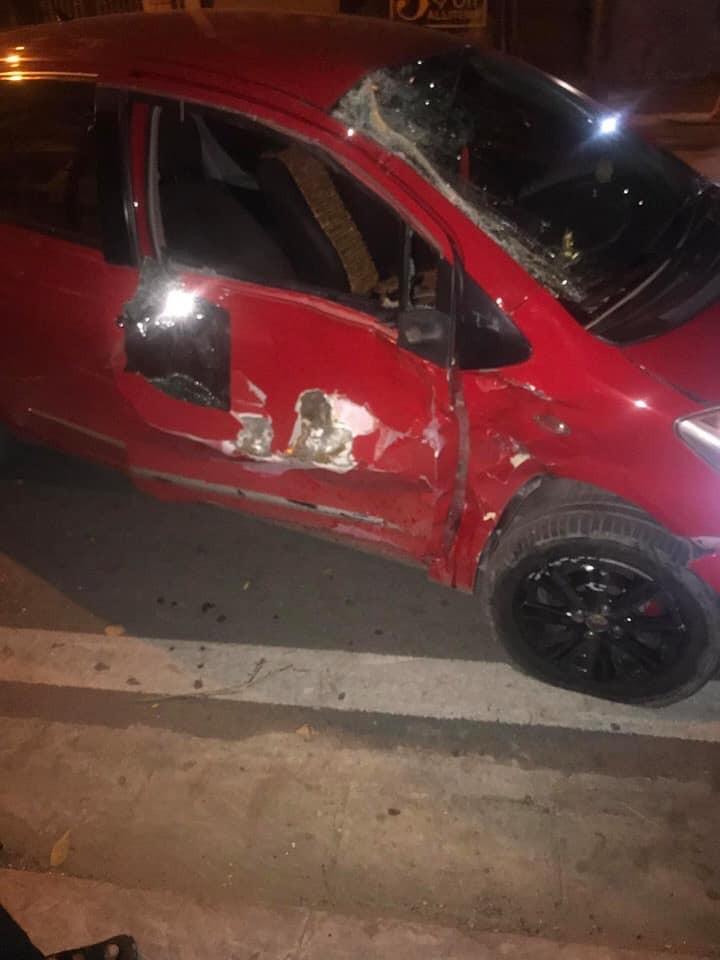 Chiếc ô tô bị móp méo phần sườn bên phải