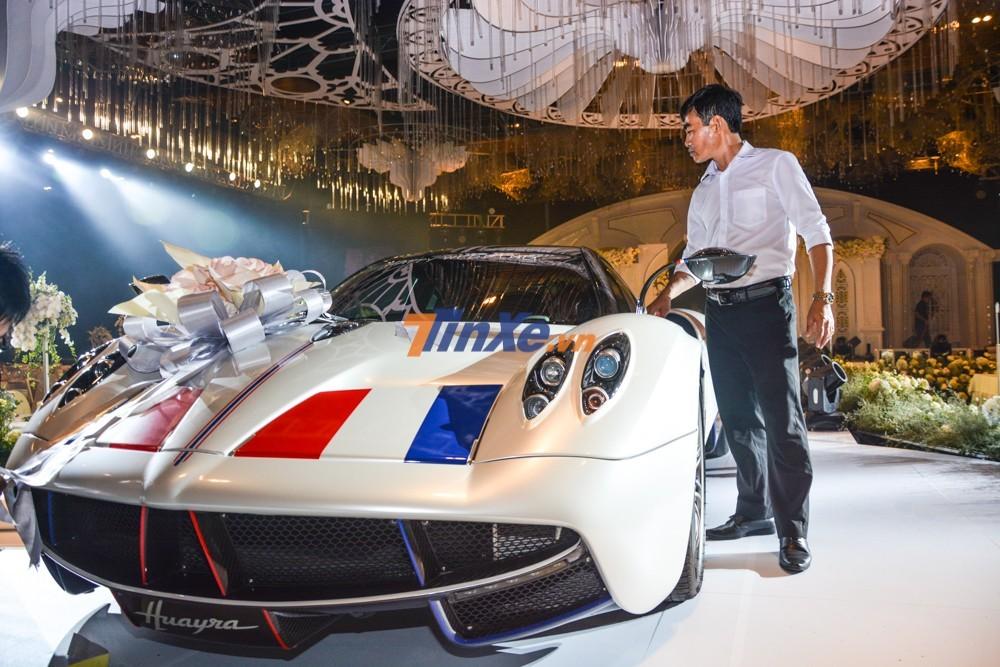 Cận cảnh siêu xe Pagani Huayra của Minh Nhựa