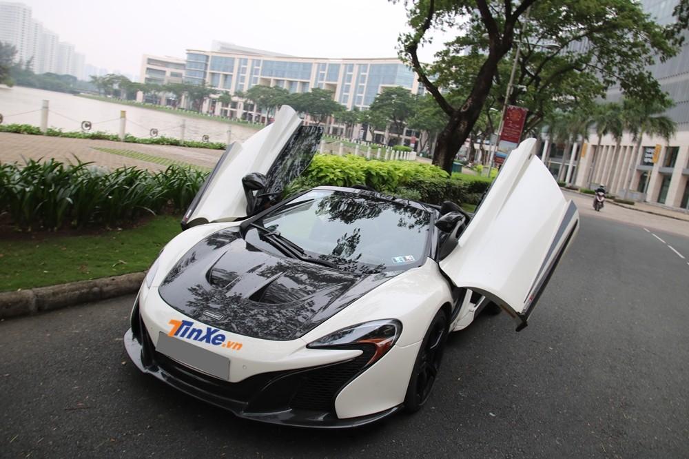 Đây hiện là chiếc McLaren 650S Spider thứ 2 ở Việt Nam có sự thay đổi ở body kit