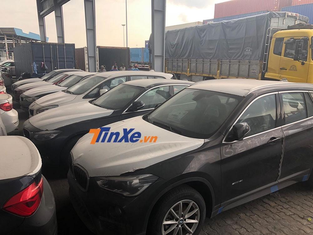 Những chiếc BMW nằm tại cảng VICT