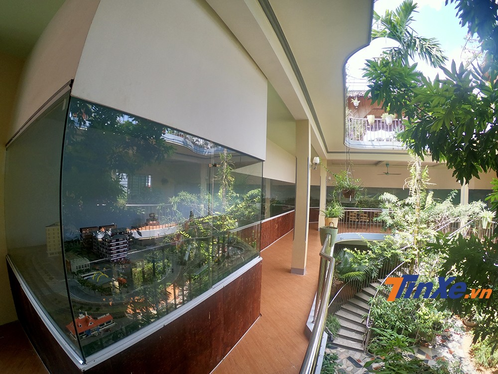 Hệ thống sa hình kéo dài 30 mét được anh thiết kế và thi công ngay tại nhà.