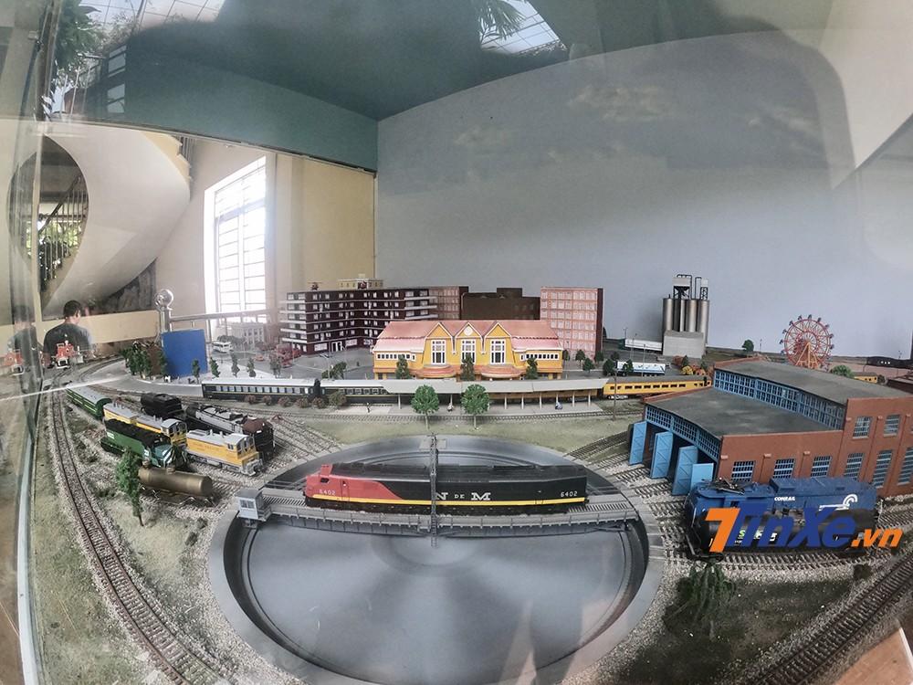 Hệ thống ga tàu hoả, đường tàu được thiết kế chi tiết và đầy đủ với 6 làn ray.