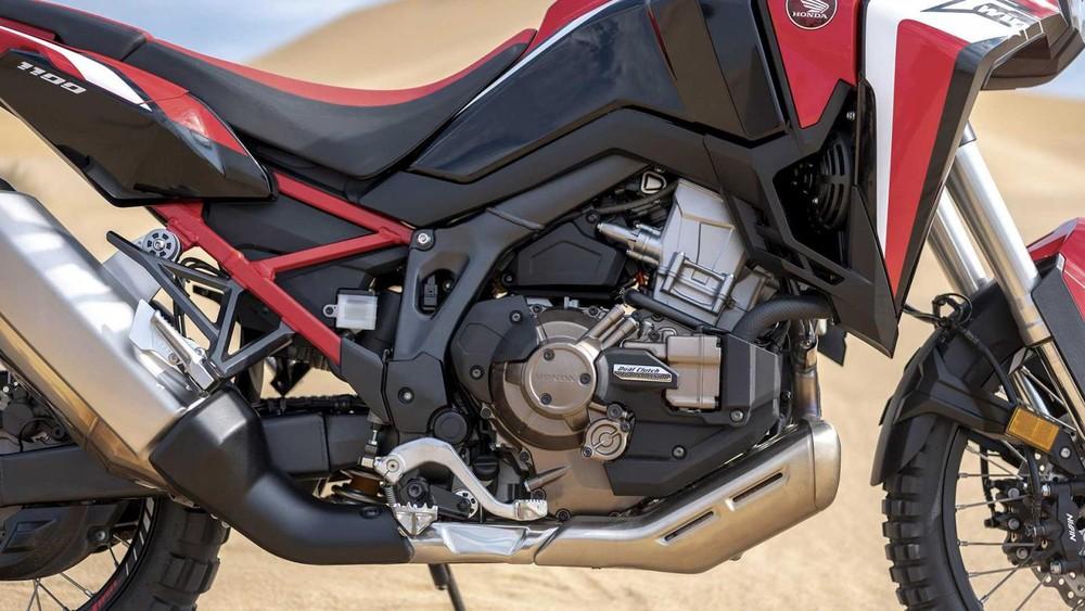 Không chỉ có nâng cấp về thiết kế, động cơ của Honda CRF1100L Africa Twin cũng được cải tiến đáng kể. Dung tích động cơ được nâng lên 1.084 cc so với dung tích 998 cc ở thế hệ cũ. Như vậy, Africa Twin 1100 2020 sở hữu động cơ xylanh đôi, SOHC Unicam, dung tích 1.084 cc làm mát bằng dung dịch, sản si