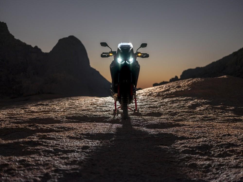 Honda CRF1100L Africa Twin 2020 sở hữu hệ thống chiếu sáng Full LED, bao gồm đèn pha, đèn định vị và đèn xinhan