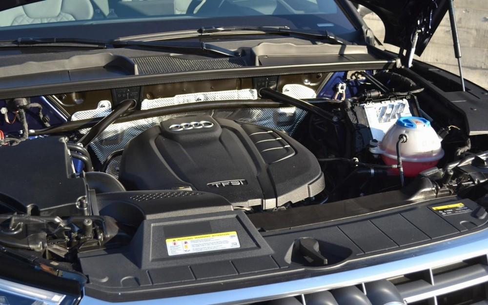 Khoang động cơ của Audi Q5