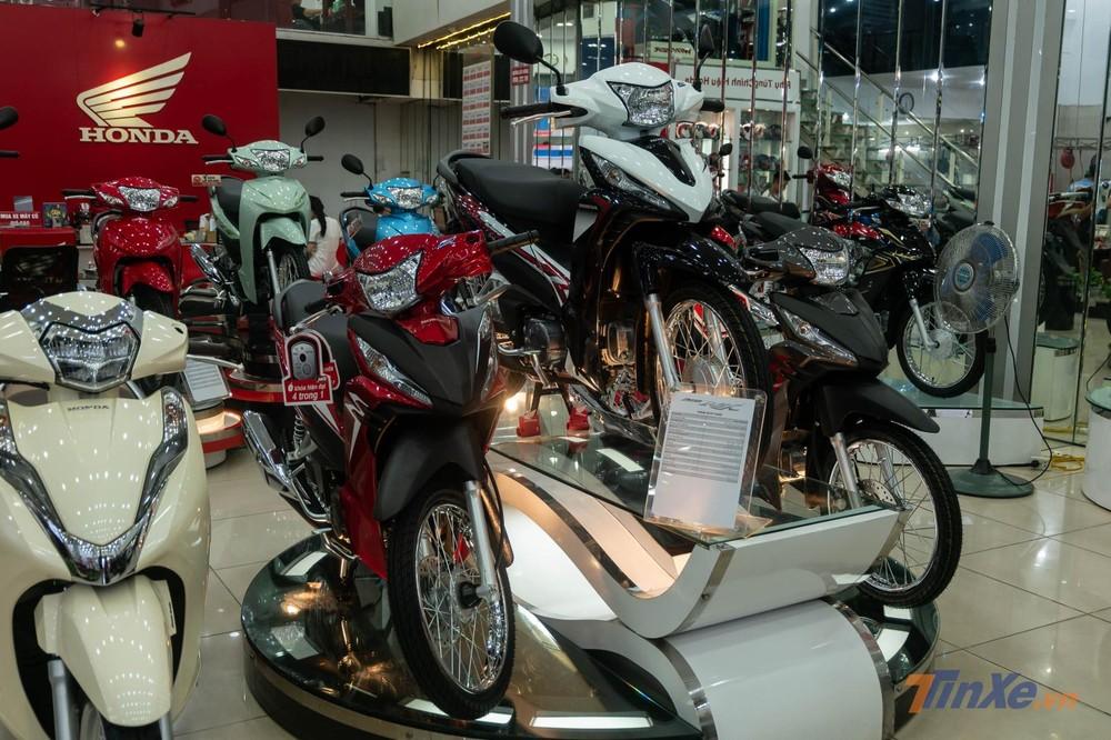 Bộ 3 Honda Wave RSX FI phiên bản mới tại showroom Honda