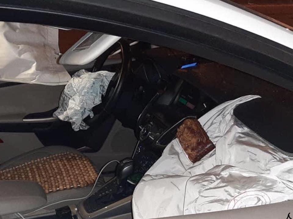 2 túi khí bên trong chiếc Ford Focus bung ra
