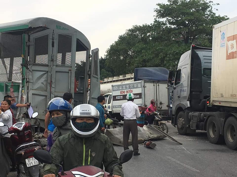 Vụ tai nạn khiến giao thông bị tê liệt