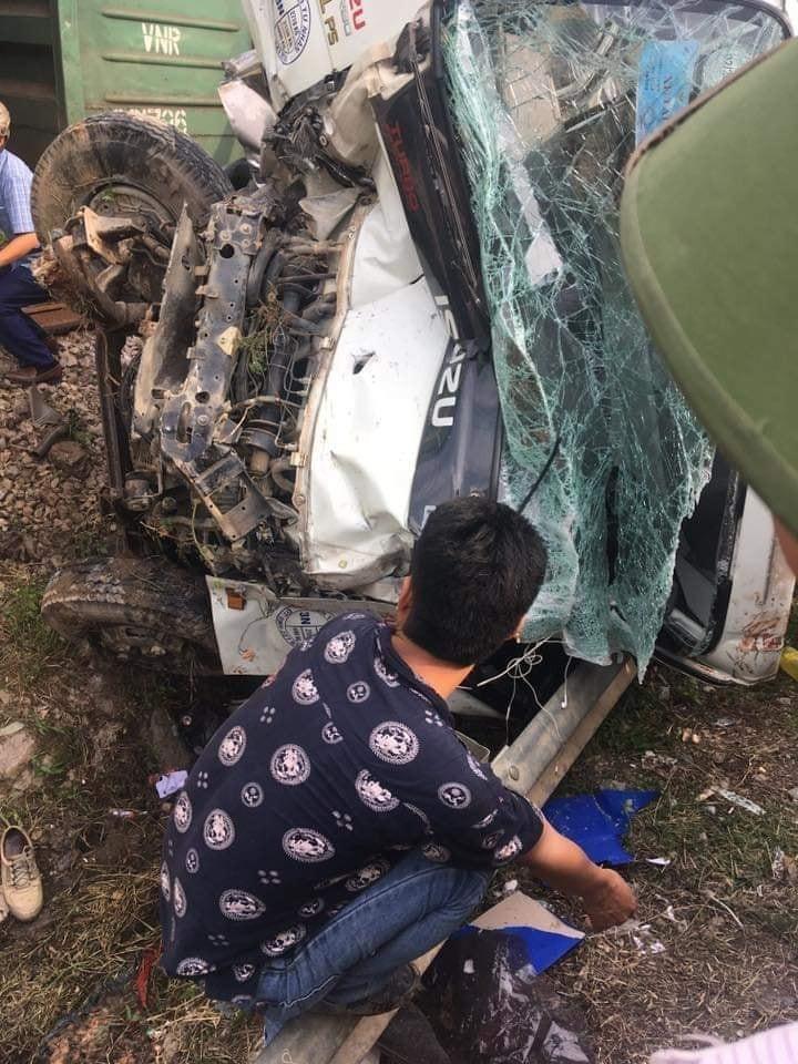 Chiếc ô tô tải bị hỏng nặng sau vụ tai nạn