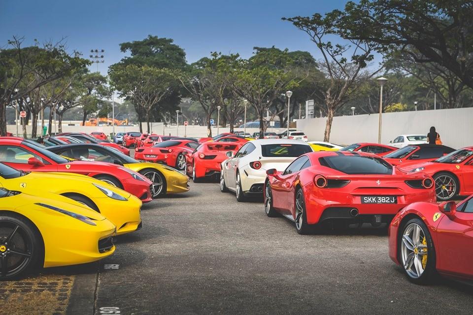 Dàn siêu xe Ferrari bắt đầu di chuyển đến địa điểm tập kết