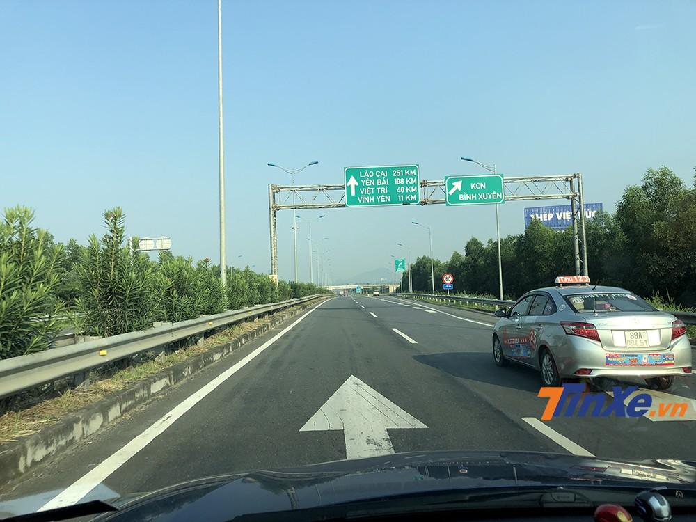 Sử dụng cao tốc Nội Bài - Lào Cai để di chuyển sẽ giúp các bạn ghé được thành phố Yên Bái để nghỉ ngơi.