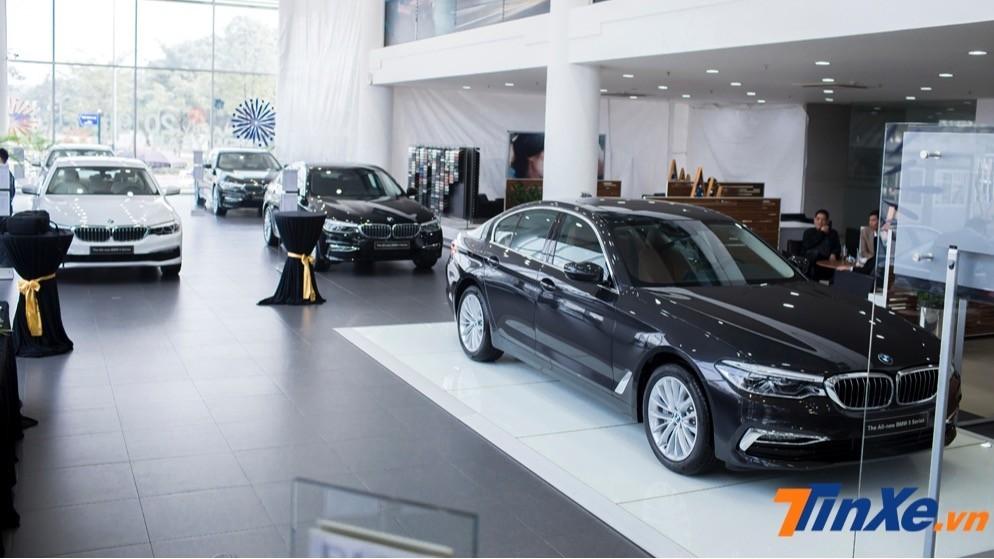 Sau khi giảm giá, BMW 5-Series không thể có thêm sức cạnh tranh với Mercedes-Benz E-Class mà còn với cả chính người em BMW 3-Series cùng nhà