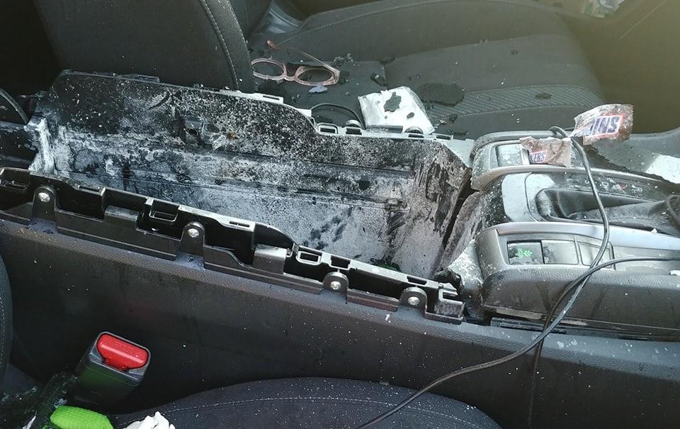 Nội thất của chiếc Honda Civic bị hỏng nhiều chỗ sau sự việc