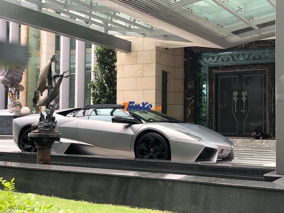 Và Lamborghini Reventon Roadster của tỷ phú Singapore mua về ngắm là chính