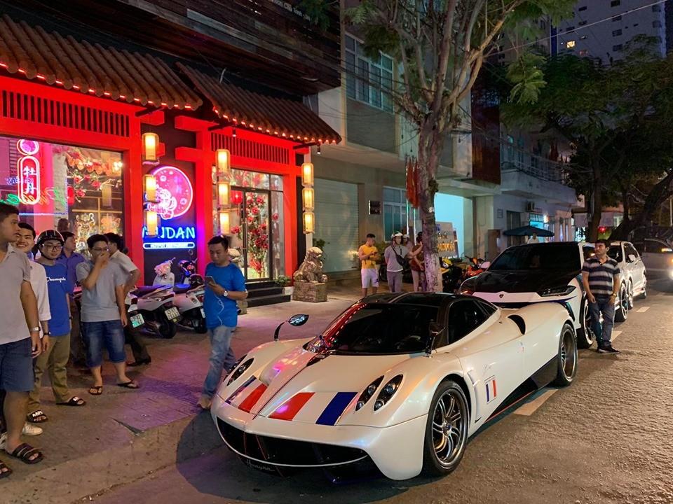 Pagani Huayra và dàn SUV đắt đỏ của Minh Nhựa trên đường phố Đà Nẵng