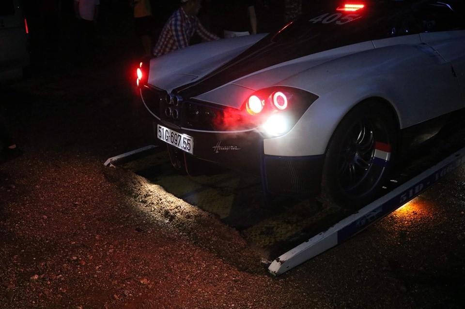 Pagani Huayra của Minh Nhựa sở hữu khối động cơ V12 do Mercedes-AMG sản xuất
