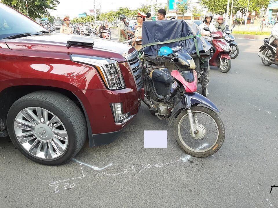 Thiệt hại của chiếc SUV hạng sang Cadillac Escalade khá nghiêm trọng